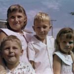 Evelyn Meyerstein, Tommy Milz, Hedy Meyerstein and Roberto Kohn in front
