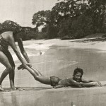 Hanna and Fritzi Rosenzweig playing at Sosua beach