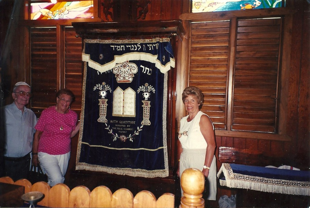 Paul Cohnen, Hermine Kohn and unknown in front of synagogue ark