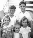 Back row: Freddy and Robert Kahane; Front row: Sonja Topf, unknown(2)